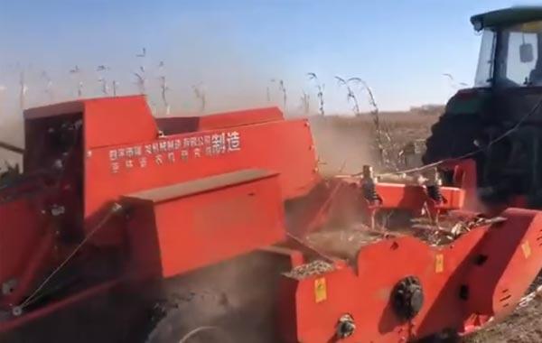 视频工作:四平隆发机械9YFL-2.2自动捡拾秸秆粉碎方捆打捆机